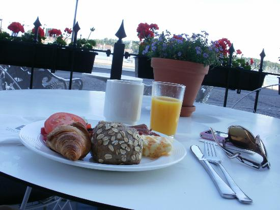 Elite Hotel Marina Tower: Breakfast