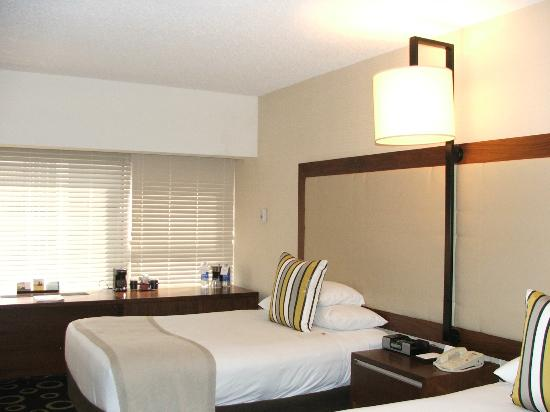 Hyatt Morristown: ROOM INTERIOR