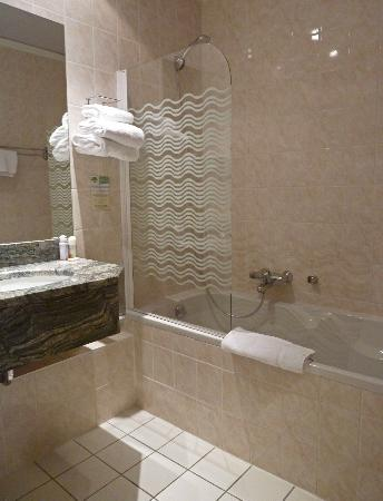 Hotel Royal Lutetia : Triple room's bathroom, at least three times the size of the double's.