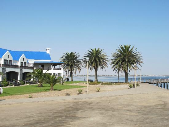 بروتيا هوتل بيليكان باي: L'esterno dell'hotel lato baia 