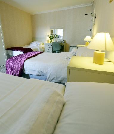 Breadalbane Arms: Family Bedroom