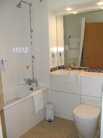 Premier inn glasgow east kilbride central hotel updated 2017 reviews price comparison Premiere bathroom design reviews
