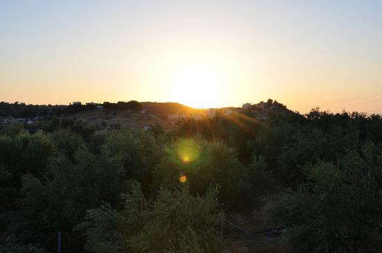 Niriida Guest House: Sonnenuntergang