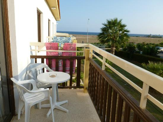 Cosmelenia Hotel Apartments: Balcony with Sea View