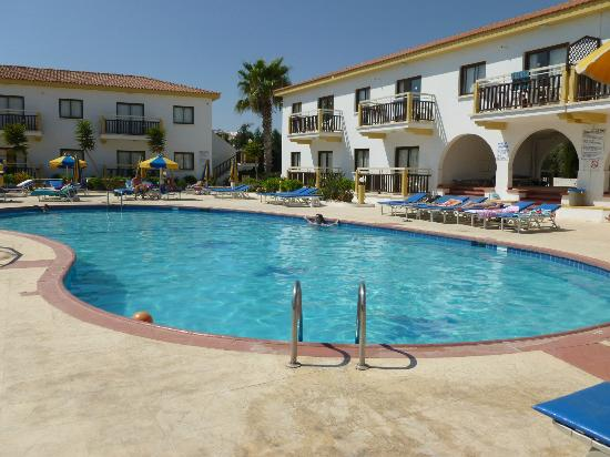 Cosmelenia Hotel Apartments: Uncrowded Pool