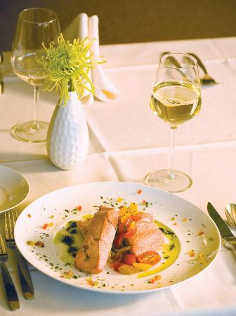 Plateau Fine Dining : Salmon Dinner
