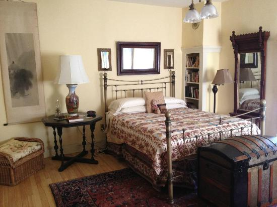 The Woodruff House Bed and Breakfast: One of our queen rooms