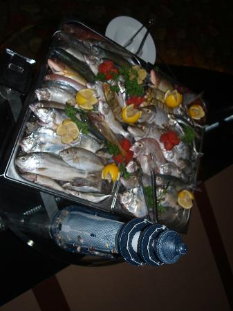 Al Raha Beach Hotel: Fish Night, take your pick!