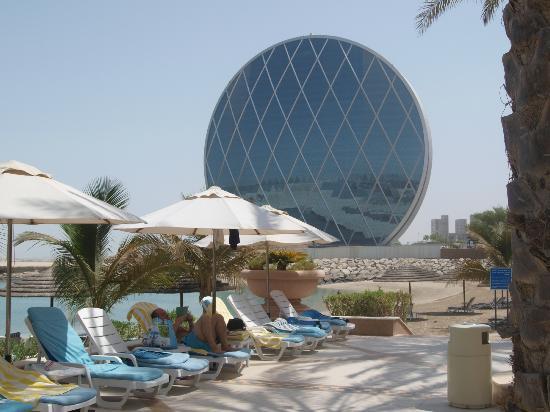 Al Raha Beach Hotel: Contrast