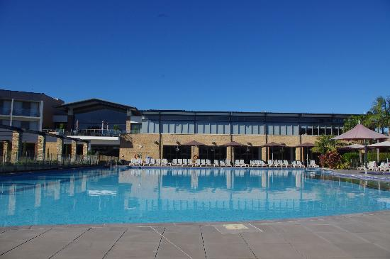Crowne Plaza Hunter Valley : pool by day