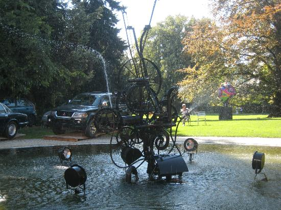 Basel Running Tours: Museum Tinguely's iron scultpure desugned by Jean Tinguely