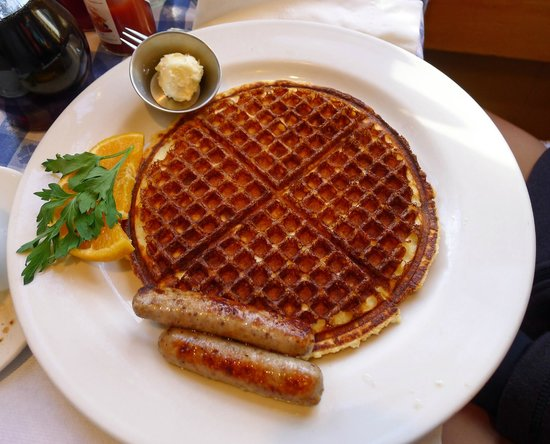 New Morning Cafe: Thin, crispy waffle combination