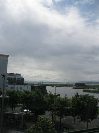 Jurys Inn Galway: View of Galway Bay from our Room