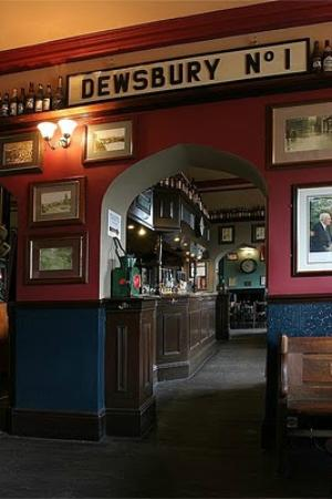 West Riding Refreshment Rooms: Arch between tap to main bar