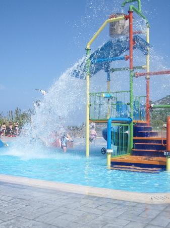 Alykanas Village Hotel: Splash park good fun for under 10's