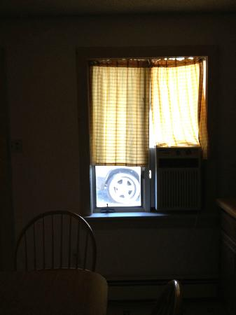 The Black Walnut Inn and Stables: curtains for half the window. Also, window unit AC barely worked.