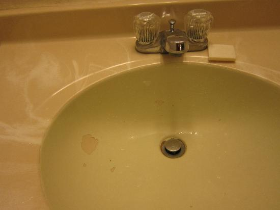 Super 8 Colby: Chipped paint in the sink.