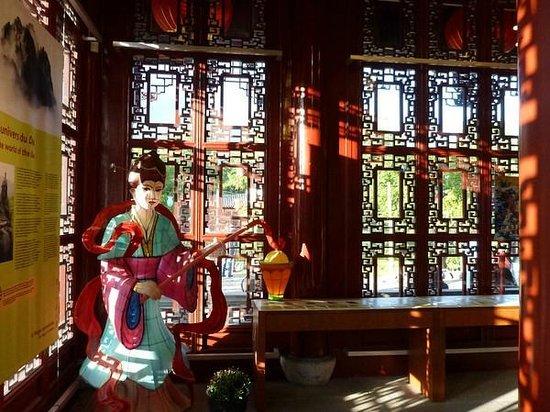 Montreal Botanical Gardens: Inside main Pagoda