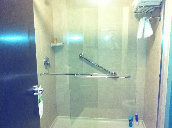 Hyatt Place North Charleston: Glass shower