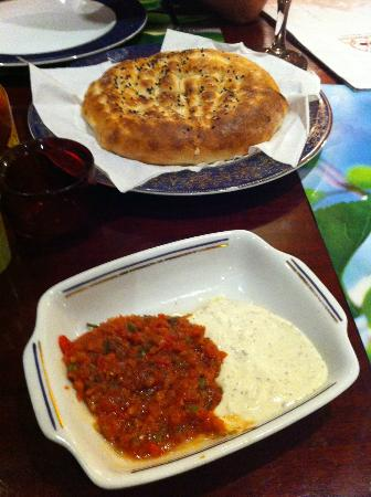 Mekan Istanbul : Turkish bread