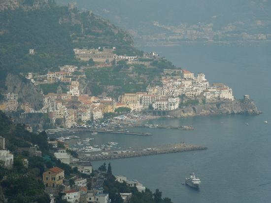 Monastero Santa Rosa Hotel & Spa: view of Amalfi from hotel roof