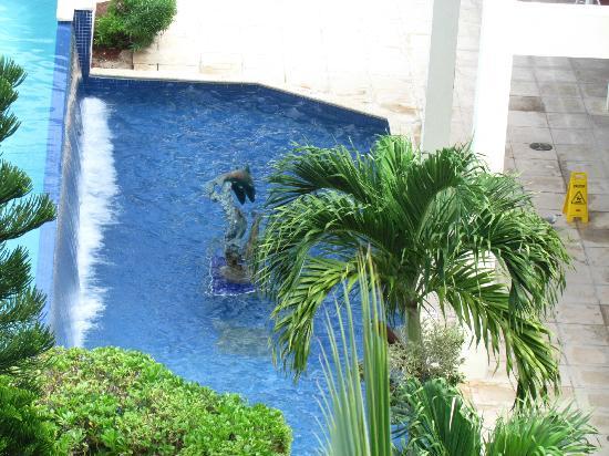 Breezes Resort & Spa Bahamas: Waiting pool