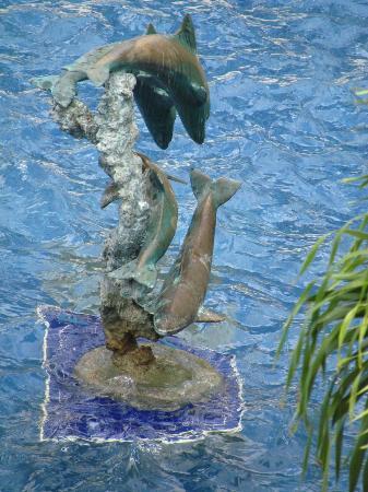 Breezes Resort & Spa Bahamas: Statue in pool