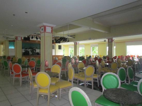 Breezes Resort & Spa Bahamas: Entertainment area