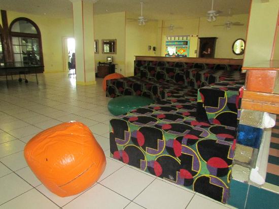 Breezes Resort & Spa Bahamas: Lounge/Ping Pong/Pool Table area