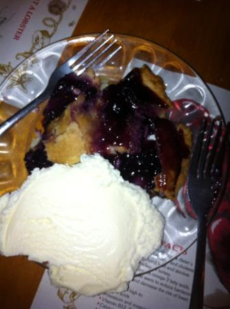 Mabel's Lobster Claw: blueberry pie, Delish!