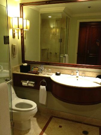 Sheraton Surabaya Hotel & Towers: the toilet