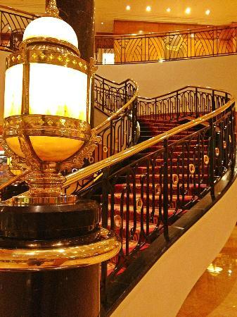 Sheraton Surabaya Hotel & Towers: lobby area