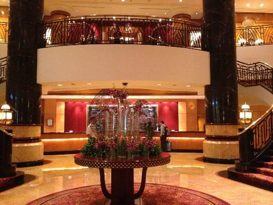 Sheraton Surabaya Hotel & Tower: lobby