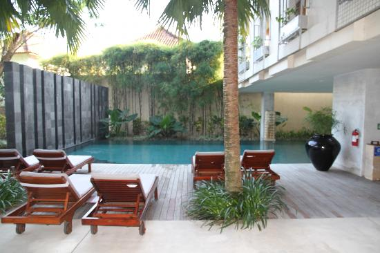The Haven Seminyak Hotel & Suites: Hotel pool right out the front of our room, yet room still surprisingly quiet.