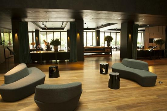 Alma Barcelona: Upper foyer