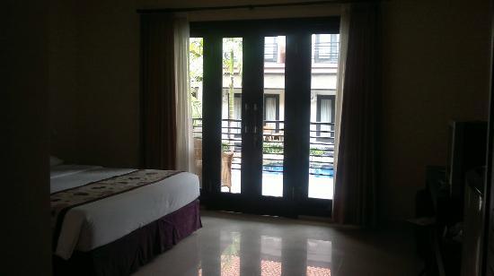 Taman Tirta Ayu Pool and Mansion: dari dalam kamar