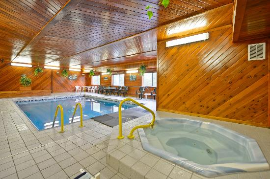 Days Inn Topeka: Sweeming Pool & Spa