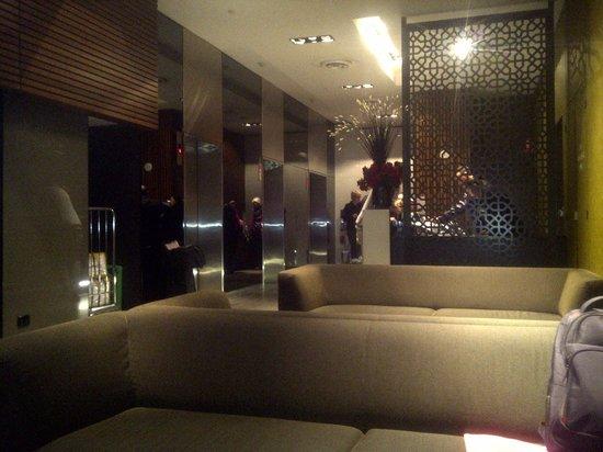 Causeway 353 Hotel :                   lobby