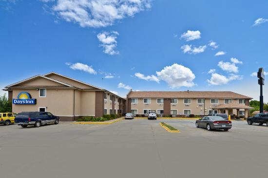 Days Inn Topeka: Exterior