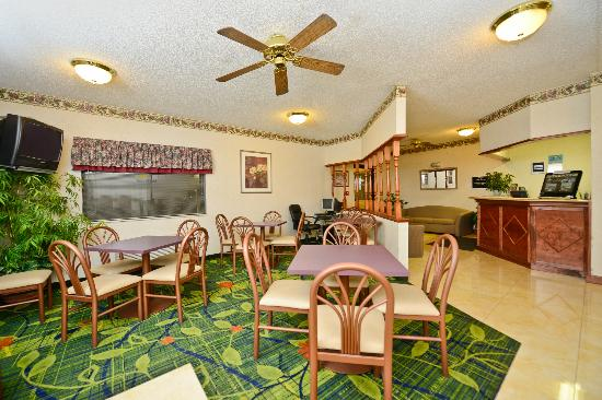 Days Inn Topeka: Breakfast Room