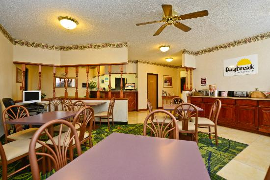Days Inn Topeka: Hotel Lobby