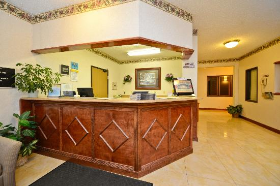 Days Inn Topeka: Front Desk