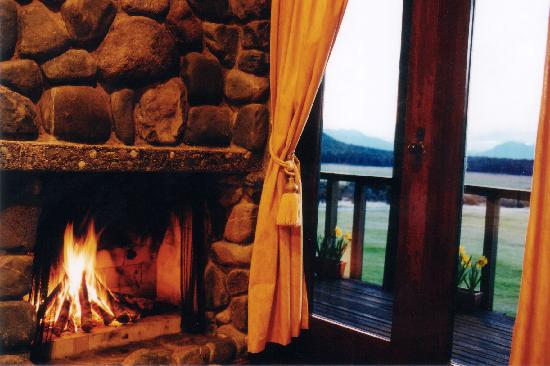 Takaro Lodge : Cosy Log Fires at Takaro Luxury Lodge Fiordland