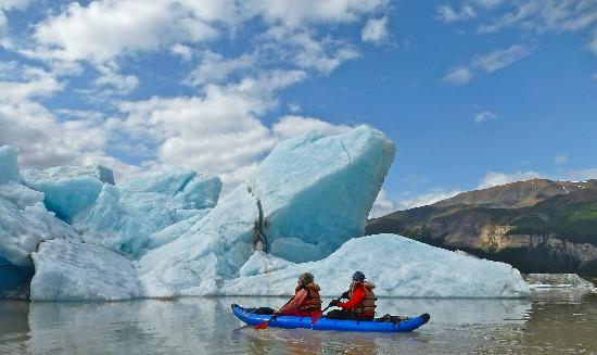 St. Elias Alpine Guides: kayaking Nizina Lake