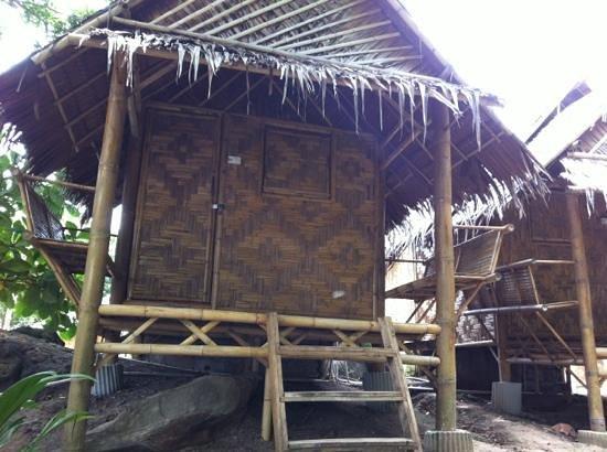 Phi Phi Sunset Pavilion Resort : bamboo huts