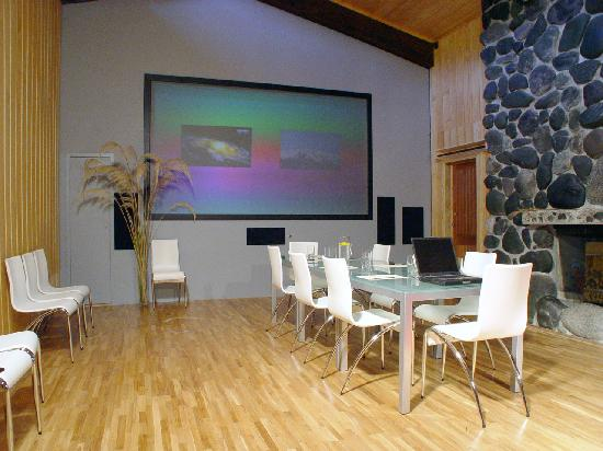 Takaro Lodge: Cinema or Presentation room at Takaro Corporate Retreat