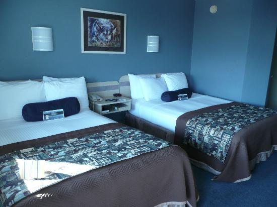 Rodeway Inn and Suites: Very attractive colors and bedding