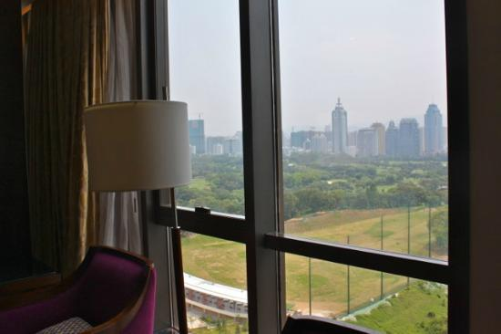 ‪جيه دابليو ماريوت هوتل شينزين: JW Marriott Shenzhen - Deluxe Room view‬