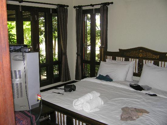 Baannamping Riverside Village: Bedroom inside Deluxe Bungalow