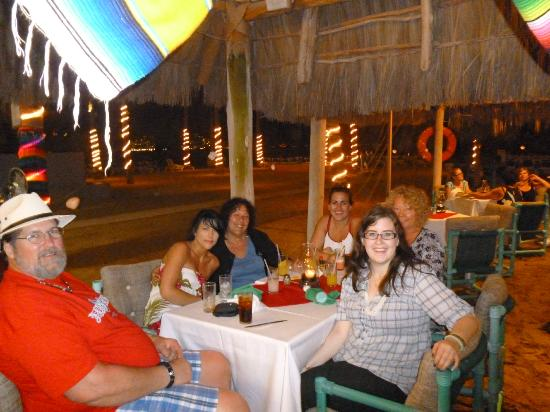 Friendly Vallarta All Inclusive Family Resort: Our last dinner of our vacation at the Friendly